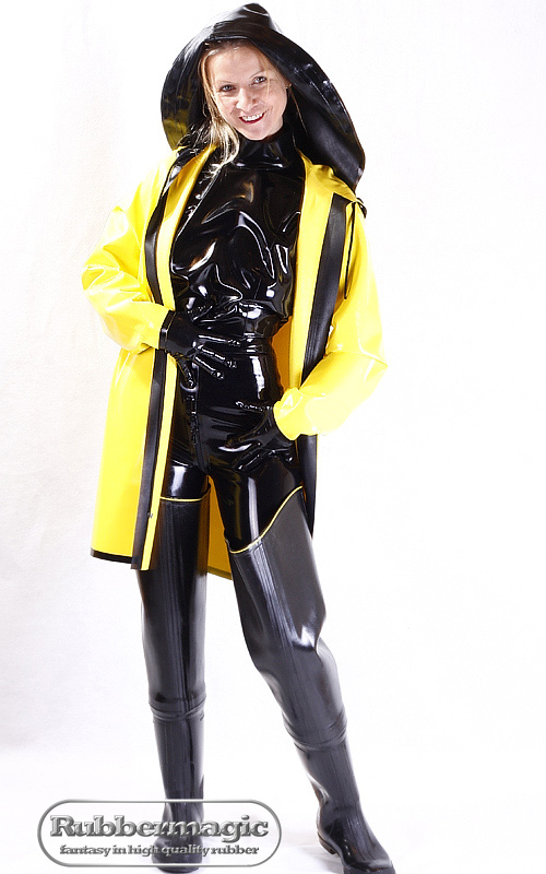 latex regenjacke mit kapuze rubbermagic blog. Black Bedroom Furniture Sets. Home Design Ideas